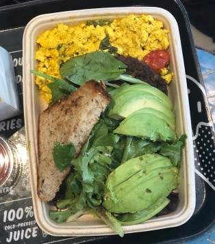 Tofu scramable with avo